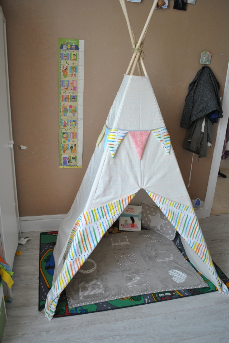 tipi pour petit indien lepetitmondedeflora. Black Bedroom Furniture Sets. Home Design Ideas